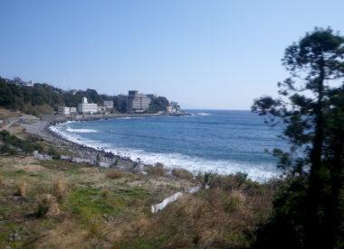 08海辺沿いの車窓風景.jpg