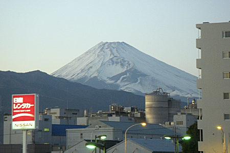 32三島駅から見た夕方の富士山.jpg