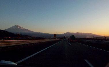 10明け方の富士山.jpg